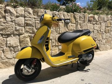 Used - Piaggio Vespa GTS Super 300cc 2018 Model for Sale